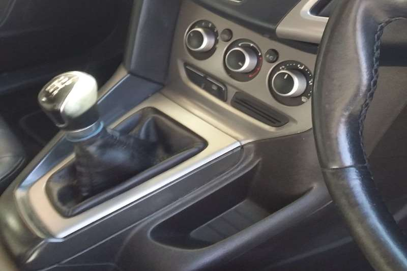 Used 2013 Ford Focus sedan 1.6 Ambiente auto