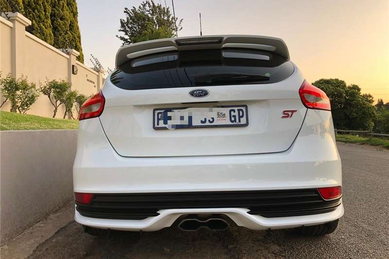 Ford Focus ST 3 door (leather + sunroof + techno pack) 2016