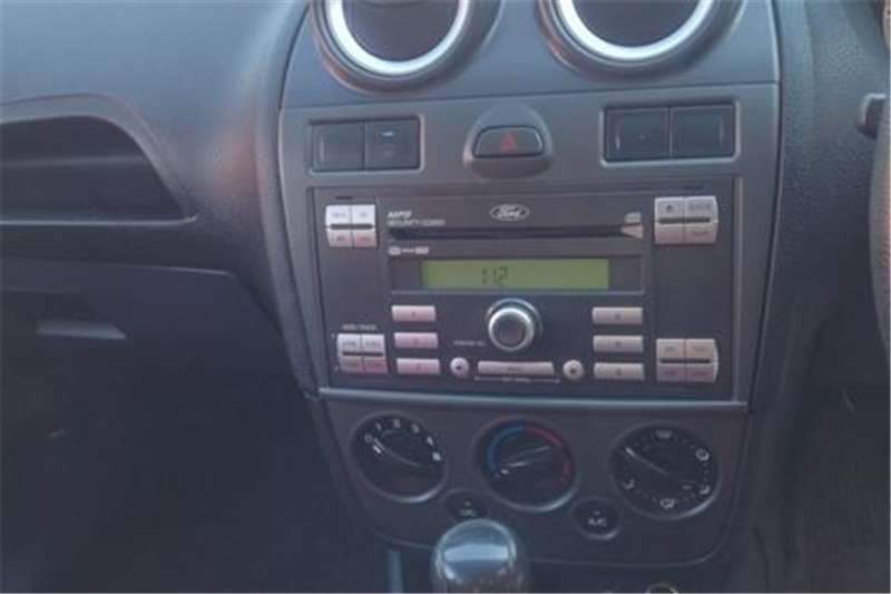 Ford Ikon 1.6 AMBIENTE 2012