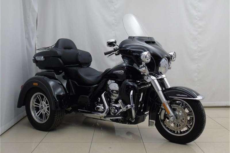 Harley Davidson FLHTCUTG Tri Glide FLHTCUTG Vivid black (18my) 2016
