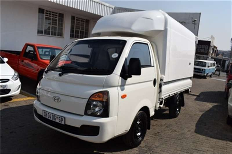 Hyundai H-100 Bakkie 2.6D chassis cab 2013