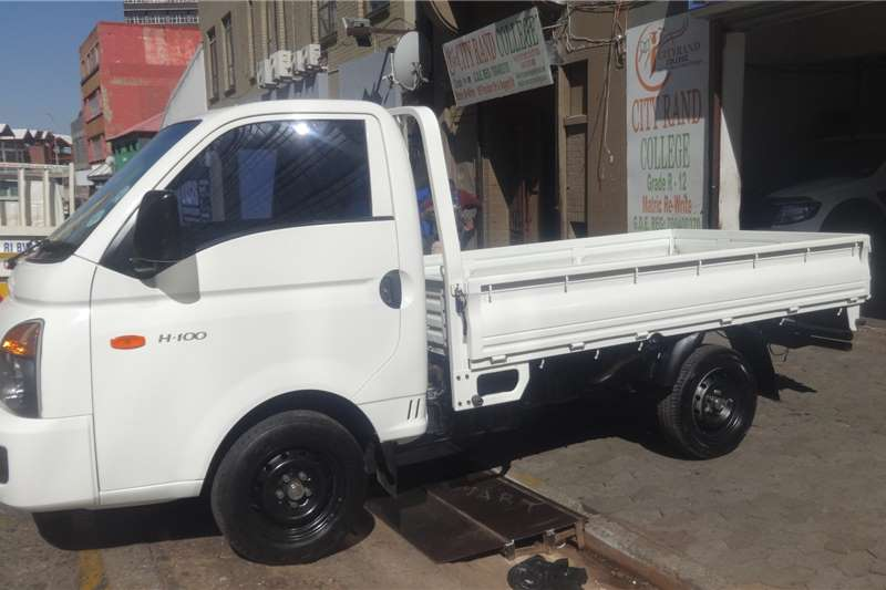 Hyundai H-100 Bakkie 2.6D chassis cab 2015