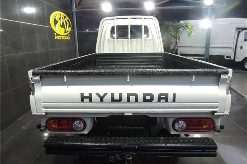 Used 2015 Hyundai H-100 Bakkie 2.6D deck
