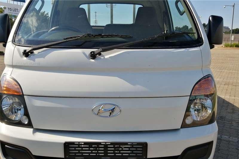 Hyundai H-100 Bakkie 2.6D deck (aircon) 2013