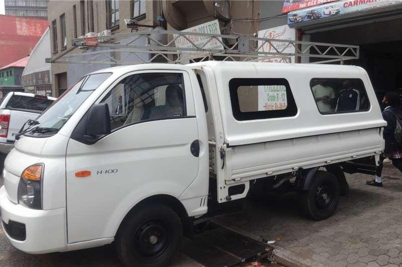 Hyundai H-100 Bakkie 2.6D deck (aircon) 2015