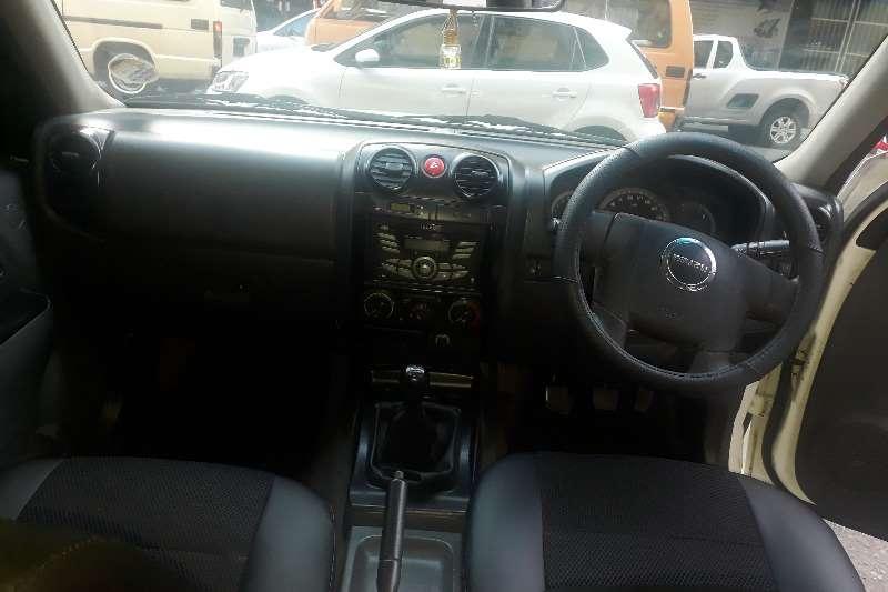 Isuzu KB Double Cab KB 250 D TEQ HO HI RIDER 4X4 P/U D/C 2013