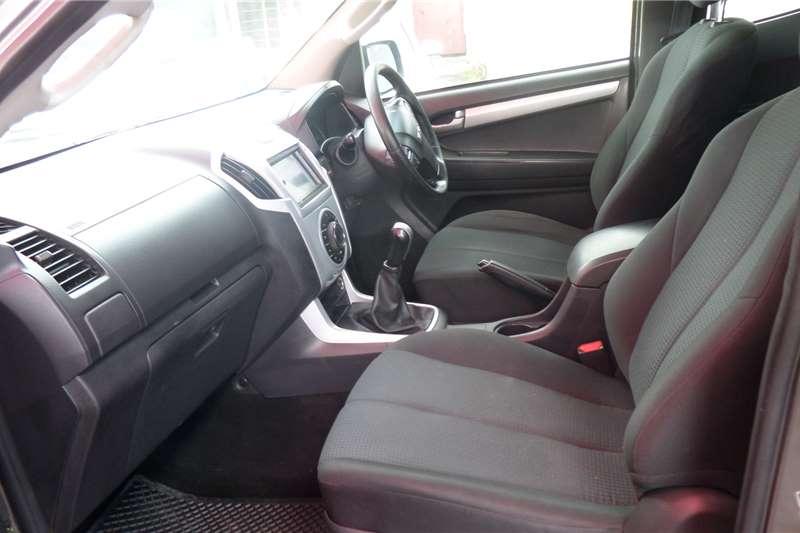 Isuzu KB Double Cab KB 300 D TEQ LX P/U D/C 2014
