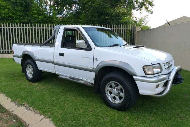 Isuzu KB single cab KB 300 D TEQ LX P/U S/C 2004