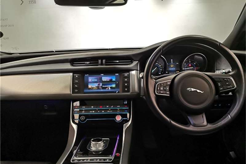Jaguar XF 20d Prestige 2016