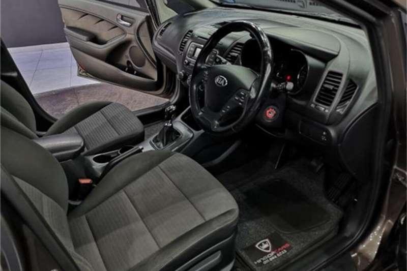 Kia Cerato hatch 1.6 EX 2015