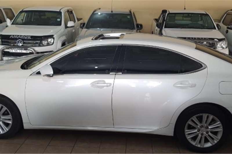 Lexus ES Lexus ES 250 sedan auto petrol white colour 2014