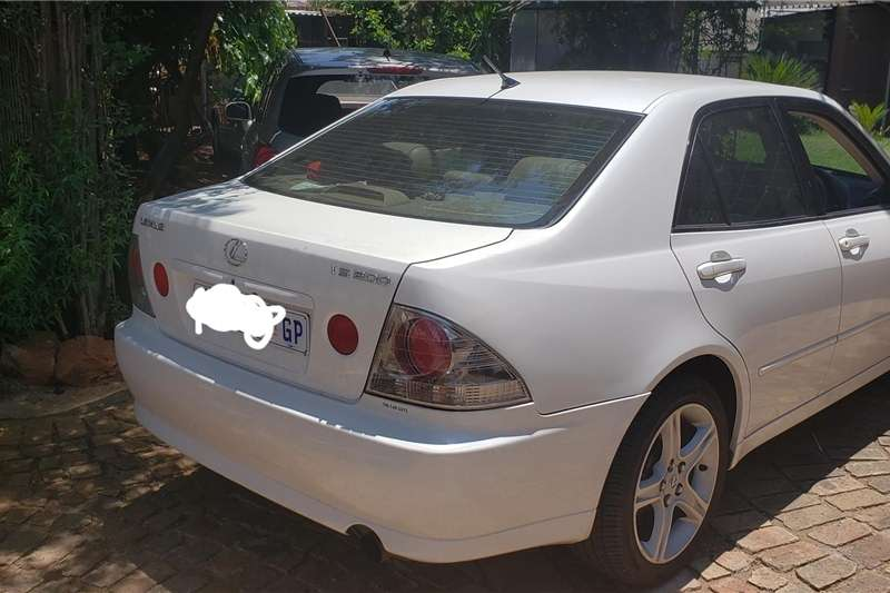 Lexus IS 2000