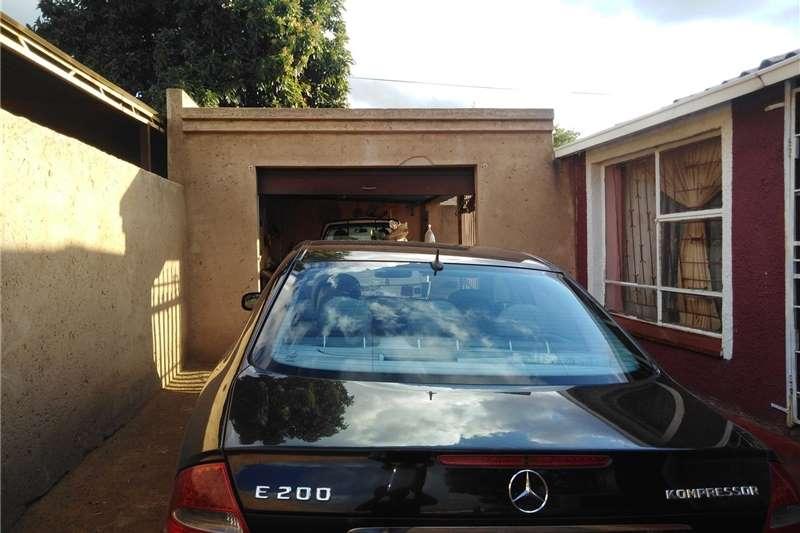 Mercedes Benz 200E 2005