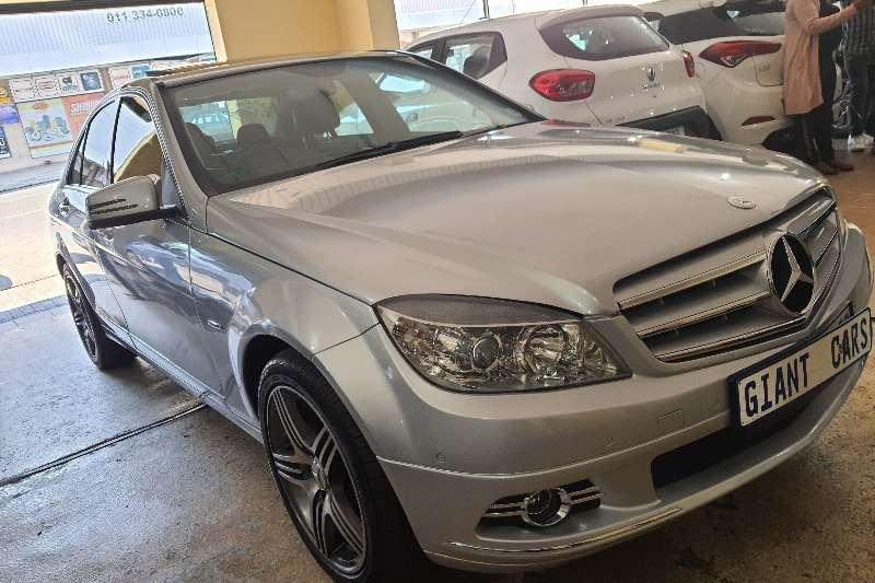 Mercedes Benz C-Class Sedan C180 A/T 2011