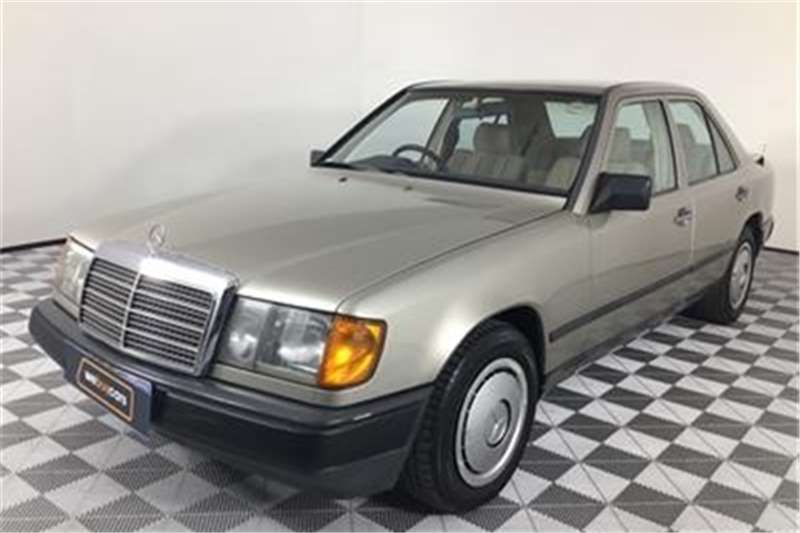Mercedes Benz E-Class sedan 1989