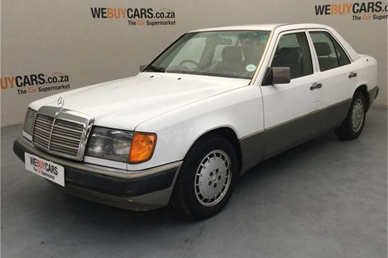 Mercedes Benz E-Class Sedan 1992