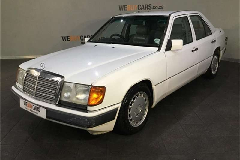 Mercedes Benz E-Class Sedan 1993