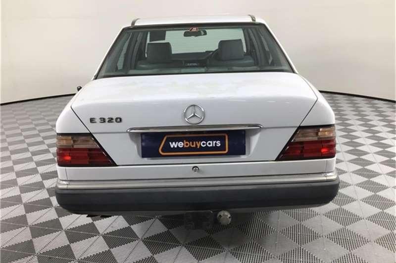 Mercedes Benz E-Class sedan 1993