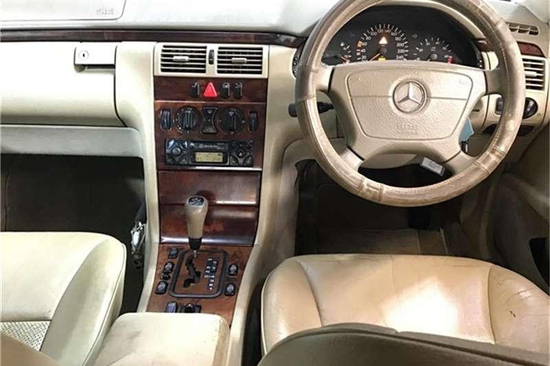 Mercedes Benz E-Class sedan 1999