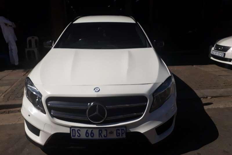 Mercedes Benz GLA 200 2015