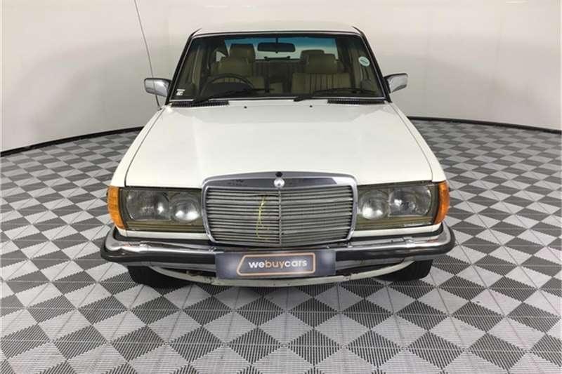 Mercedes Benz W123 Shape Sedan 1982