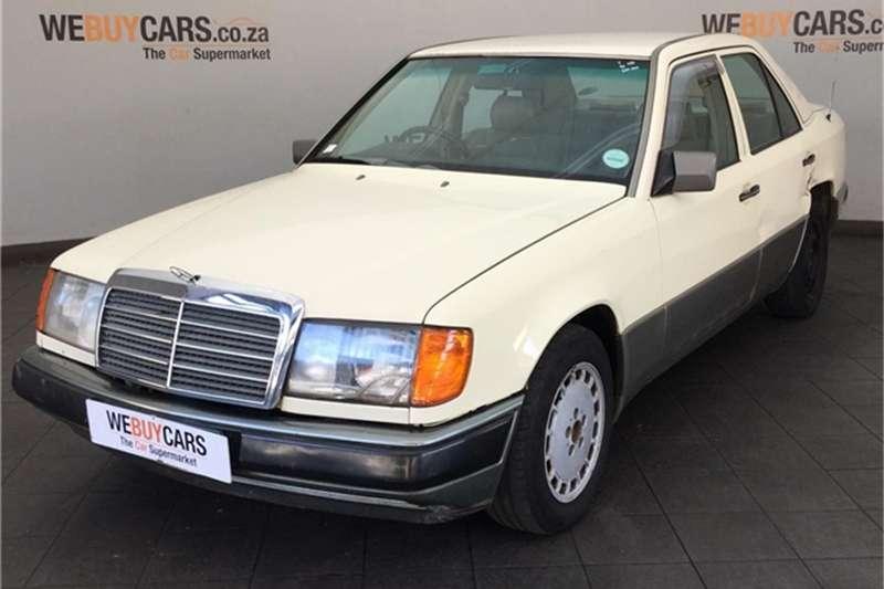Mercedes Benz W124 Shape Sedan 1990