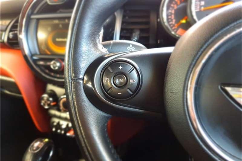 Mini Hatch Cooper Hatch 5 door auto 2015