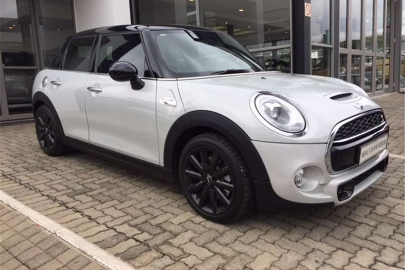 Mini Hatch Cooper S Hatch 5 door auto 2017