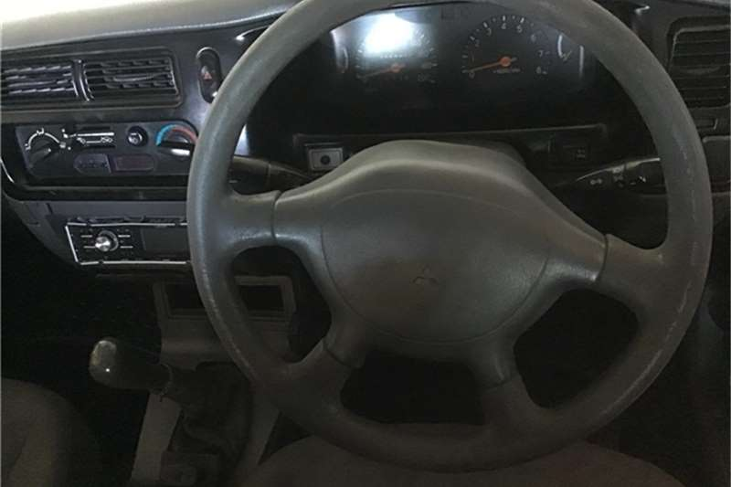 Mitsubishi Colt 2001
