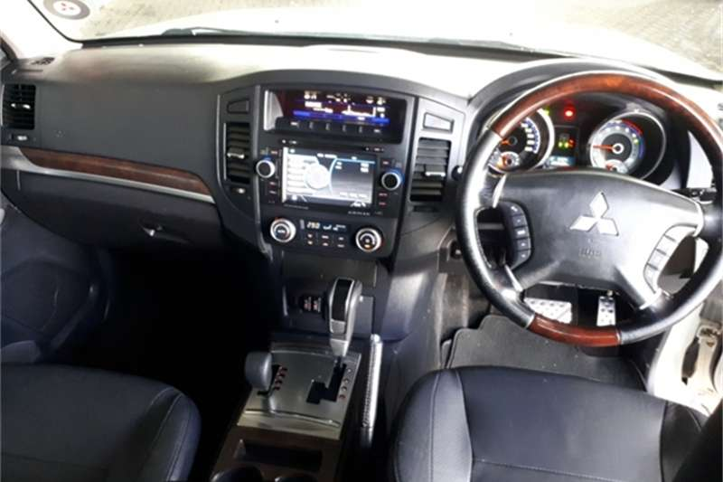 Mitsubishi Pajero 5-door 3.2DI-D GLS 2011