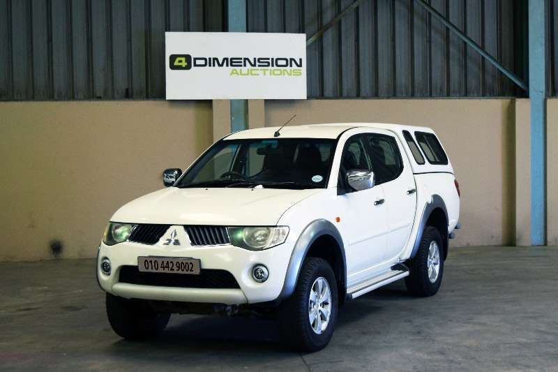 Mitsubishi Triton 2.4 4x2 Petrol 2011