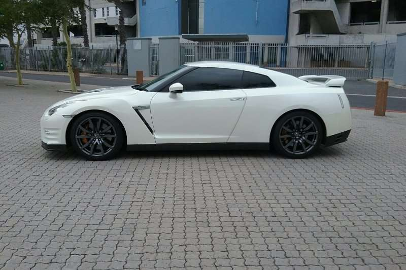 Nissan GT-R Black Edition 2012