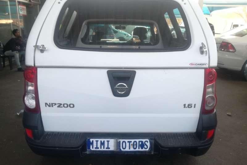 Nissan NP200 1.6 canopy 2013