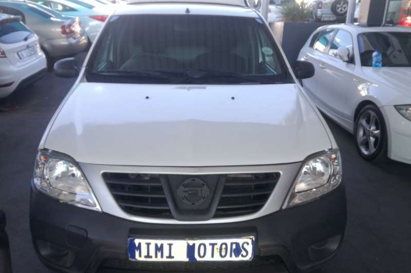 Nissan NP200 1.6 canopy 2017