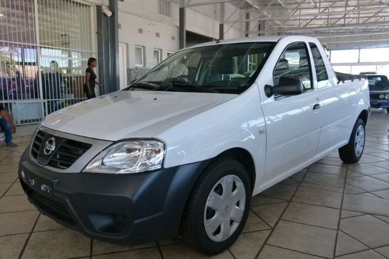 Nissan NP200 1.6i (aircon) safety pack 2014