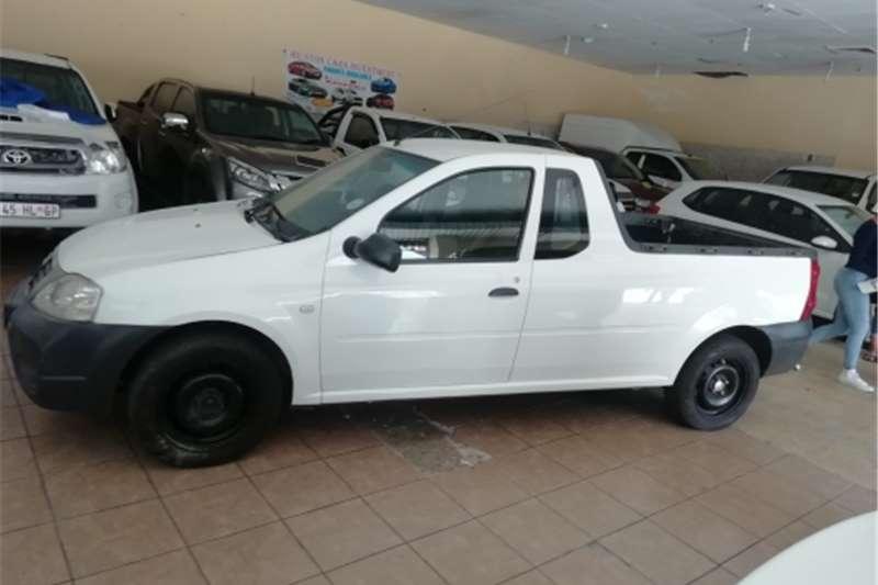 Nissan NP200 2011