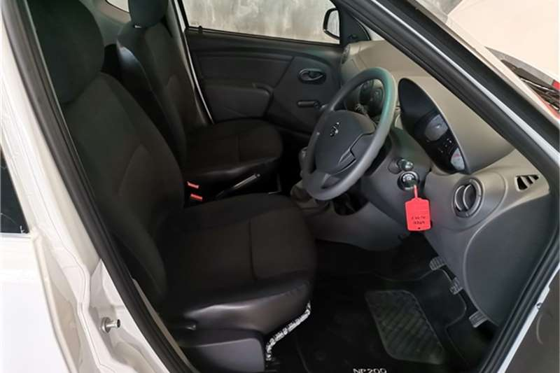 2021 Nissan NP200