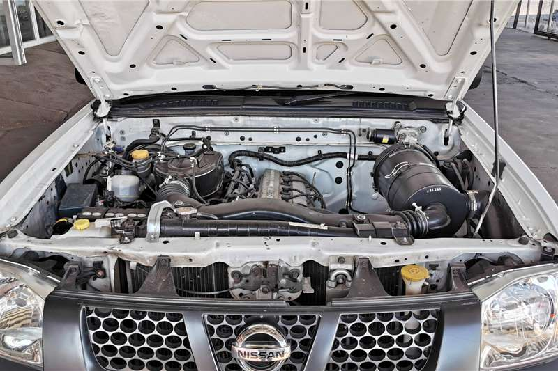 Nissan NP300 Hardbody 2.0 (aircon) 2015