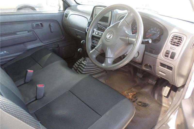 Nissan NP300 Hardbody 2.4 4x4 mid 2014