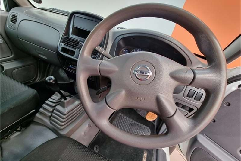 Used 2017 Nissan NP300 Hardbody 2.4 4x4 mid