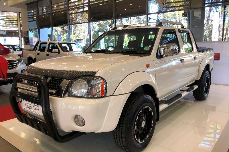 Nissan NP300 Hardbody 2.4 double cab 4x4 2015