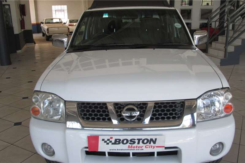 Nissan NP300 Hardbody 2.5TDi (aircon) 2014