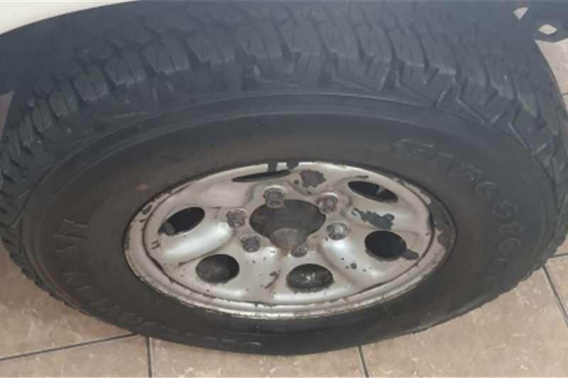 Nissan NP300 Hardbody Nissan NP300 Hardbody 2.4 VVTI 4x2 manual white co 2010