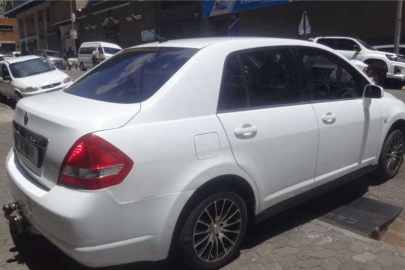 Nissan Tiida sedan 1.6 Visia 2006