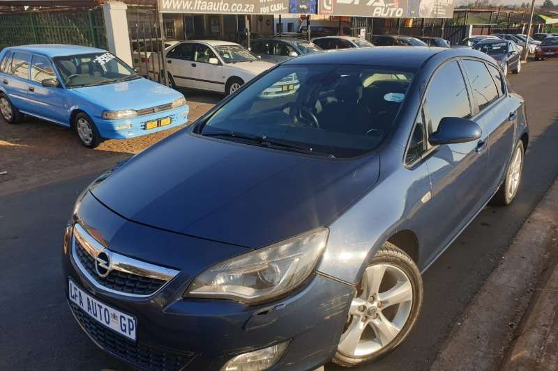 Opel Astra 1.4 Essentia 2011