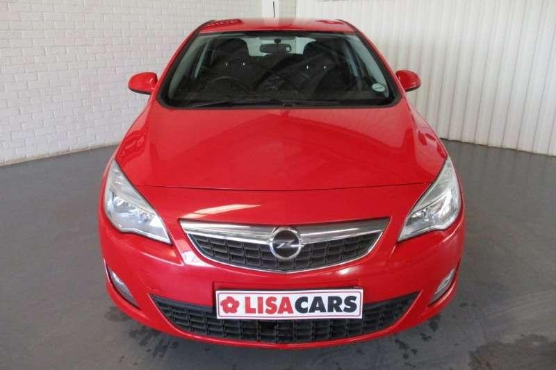 Opel Astra 1.4 Essentia 2012