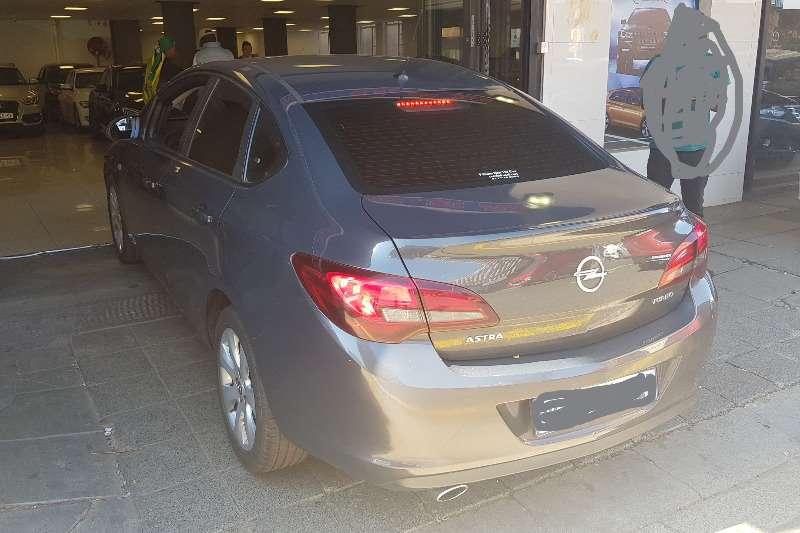 Opel Astra 1.4 Essentia 2014