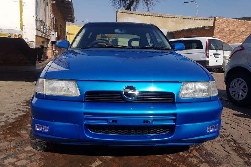 Opel Astra 1.6 Essentia 2000