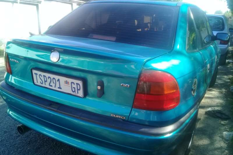Opel Astra 1.6 Essentia 2002