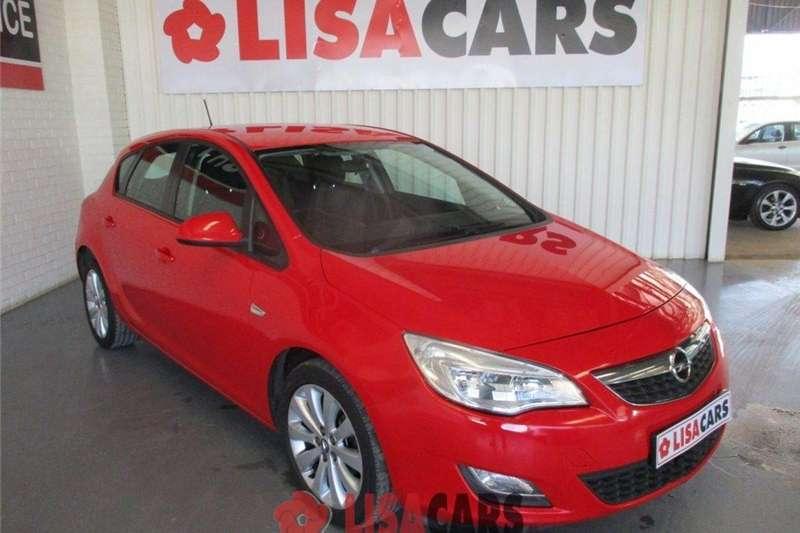 Opel Astra 1.6 Essentia 2012